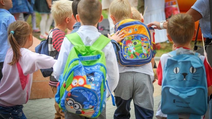 ae23c0bebdc89 Ciężkie plecaki uczniów. Ministerstwo marginalizuje problem - Wiadomości