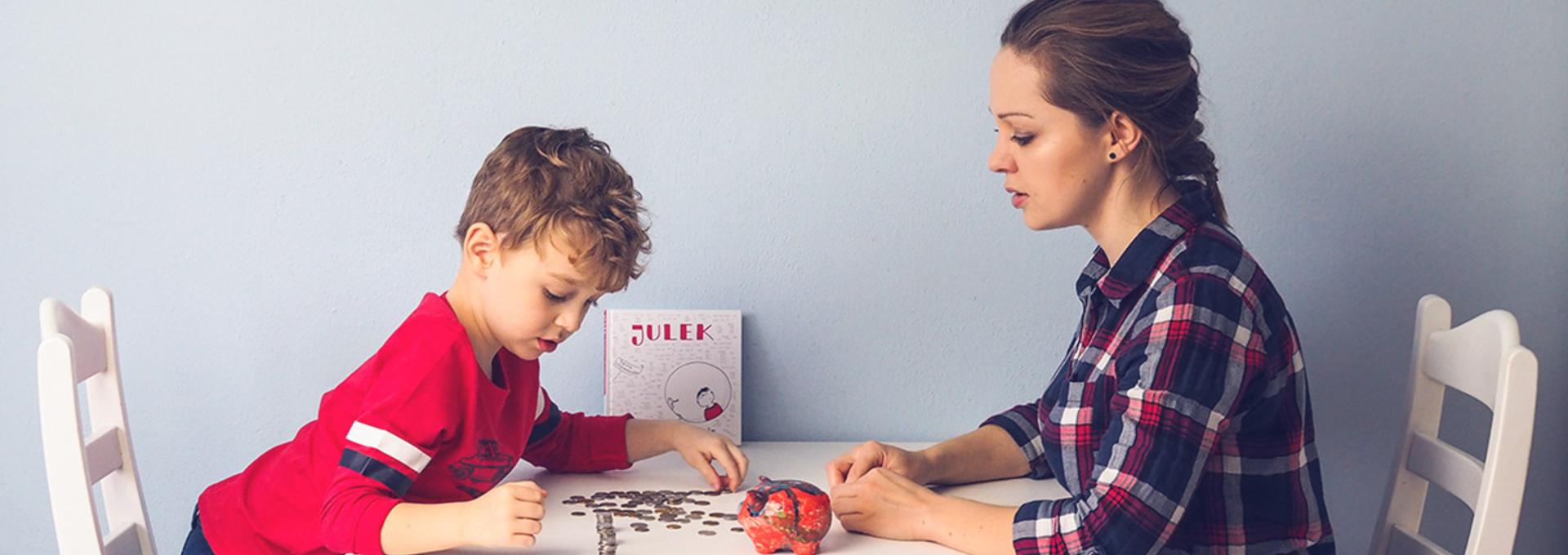Czy dawać dzieciom pieniądze jako prezent? Spytaliśmy o to autorkę książki o finansach dla najmłodszych [WYWIAD]
