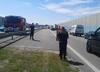 Korek na autostradzie, upał nie do zniesienia. Na szczęście strażacy rozdawali kierowcom wodę [FOTO]