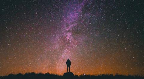 Noc spadających gwiazd 2017. Zobacz, jak i kiedy można oglądać Perseidy