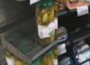 Puste półki w popularnej sieci handlowej. Poważny problem?