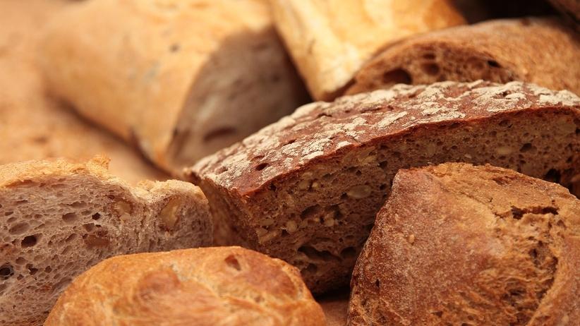 Chleb droższy o 20 groszy. To koszt... torebki foliowej