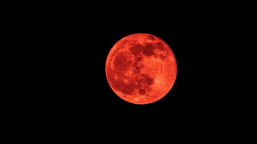 W poniedziałek całkowite zaćmienie Księżyca. Wiemy, kiedy obserwować niebo