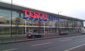 Grupowe zwolnienia w Tesco. Kto pożegna się z pracą?