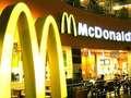 Ochroniarz nie chciał wpuścić studentki do McDonalda. Oburzająca dyskryminacja [WIDEO]