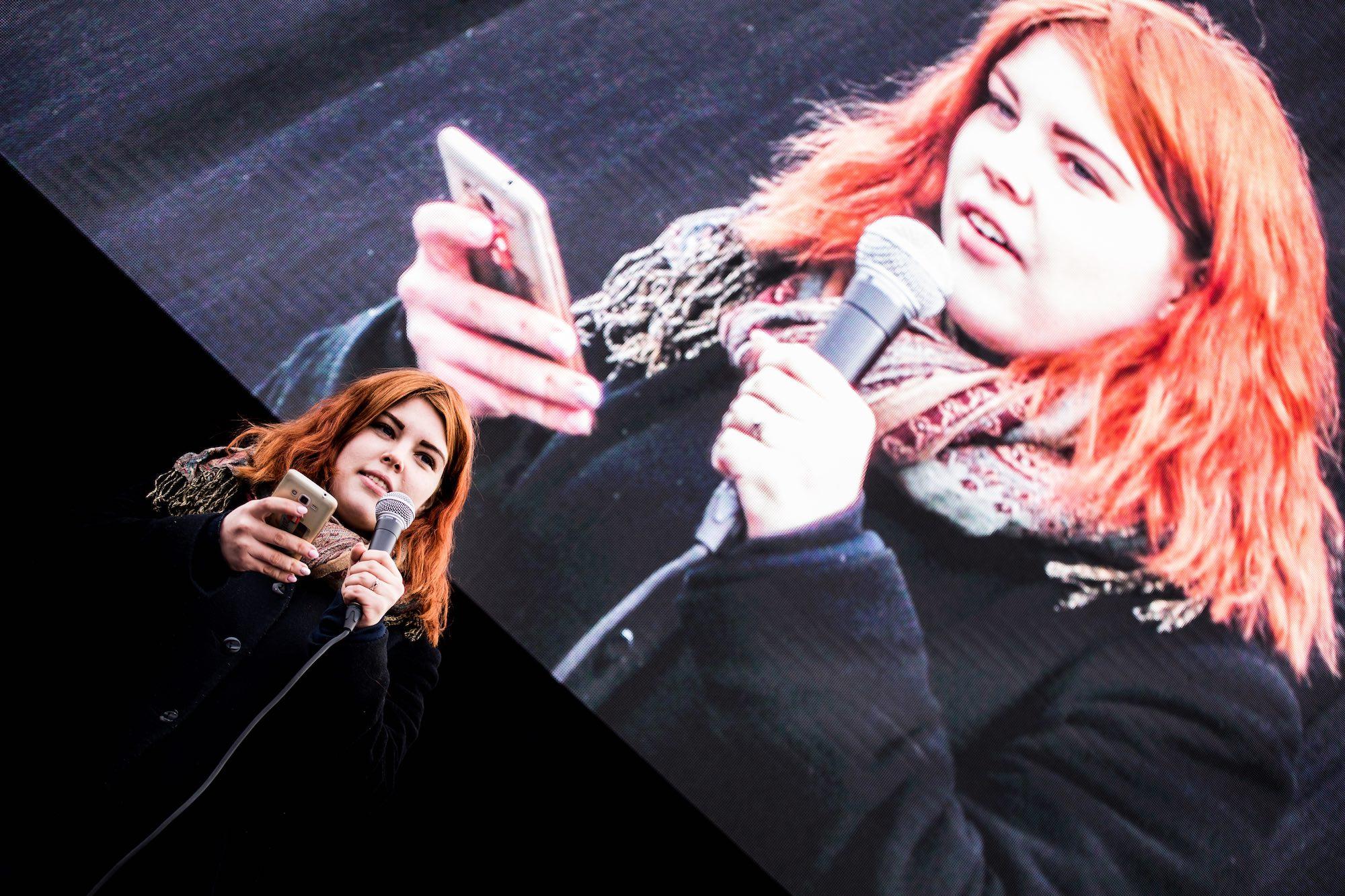 Blanka Nagy podczas protestu w Budapeszcie