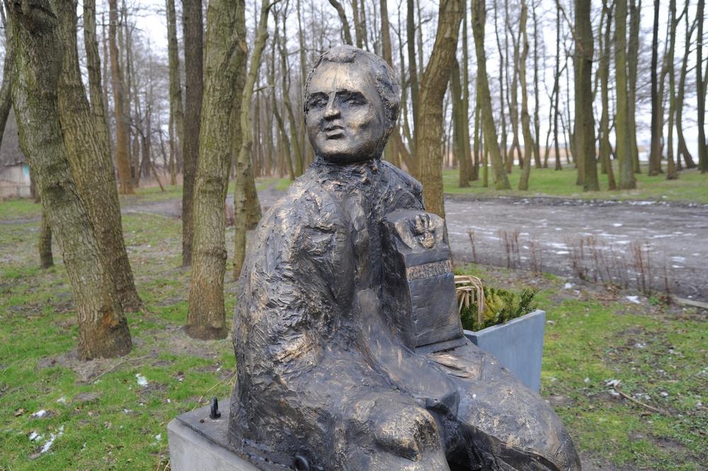 Kontrowersyjny pomnik Gosiewskiego w Dąbkach