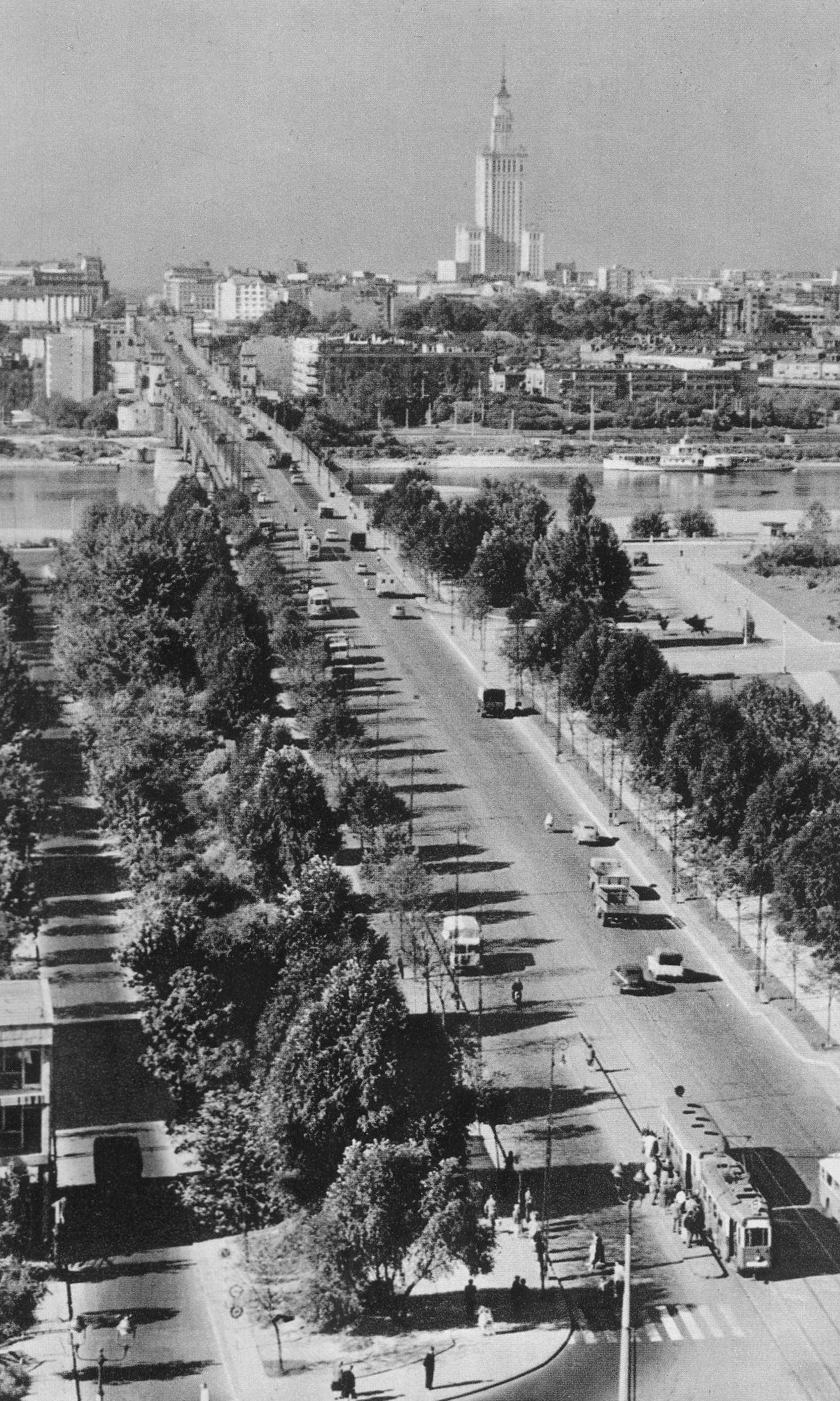Pałac_Kultury_i_Nauki_widziany_z_mostu_Poniatowskiego_lata_60