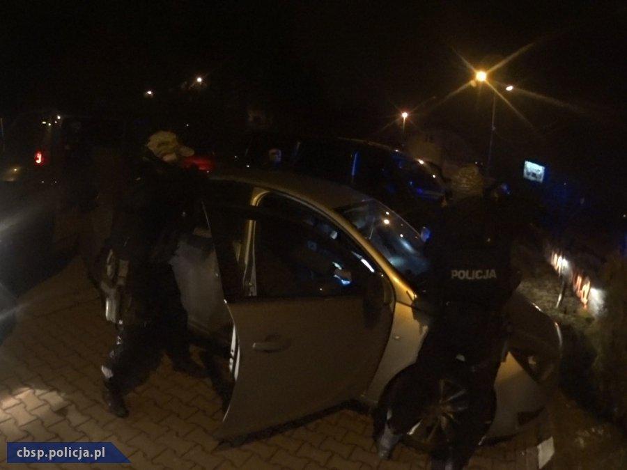 Policjanci CBŚP rozbili grupę zarabiającą na prostytucji i handlującą narkotykami 2