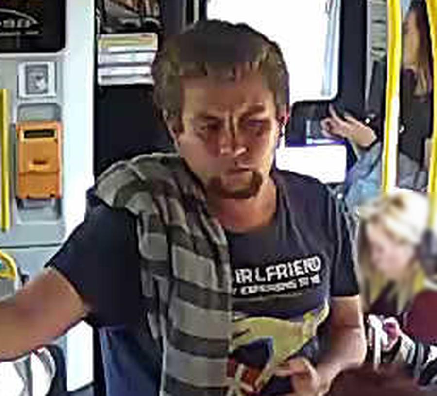 Poszukiwania sprawcy molestowania w tramwaju