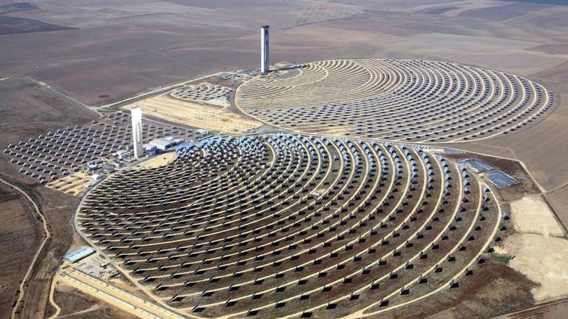 Największa elektrownia słoneczna na świecie. Wytwarza więcej energii, niż jest w stanie zużyć całe państwo
