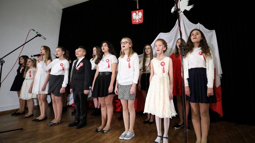100-lecie niepodległości. Uczniowie w całej Polsce odśpiewali Mazurka Dąbrowskiego