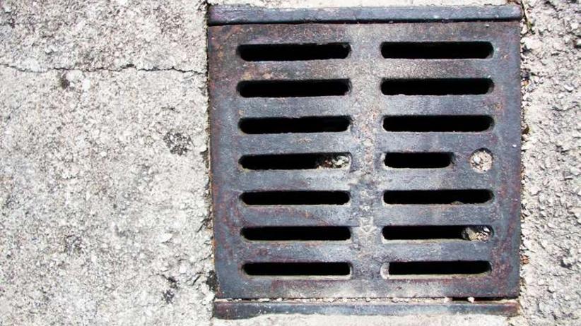 11-latek wpadł do studzienki kanalizacyjnej. Ktoś ukradł właz