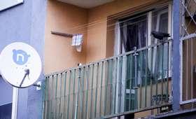 2-latek zamknął matkę na balkonie i nie chciał otworzyć drzwi. Pomogli strażacy