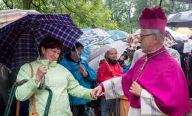 500 plus to za mało. Arcybiskup chce programu Niedziela+