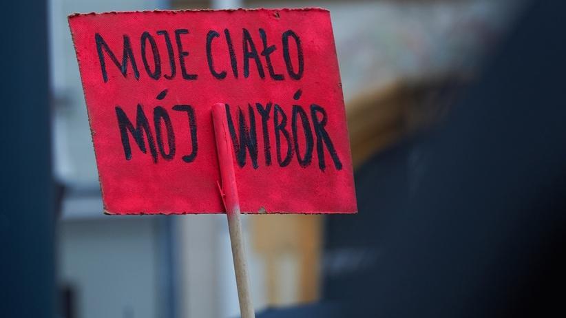 Aborcja na żądanie? Ponad połowa Polaków mówi: tak [SONDAŻ]