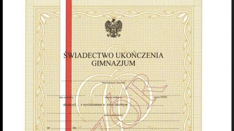 Absolwenci gimnazjów w całej Polsce dostali nieważne świadectwa. Brakuje jednej rzeczy