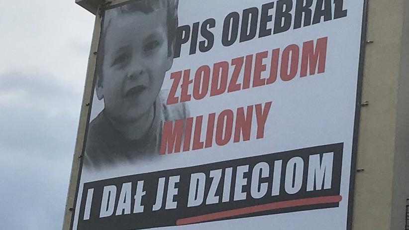 PiS uderza w PO akcją billboardową