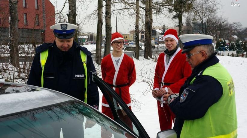 Policjanci wspólnie ze Świętym Mikołajem rozdali rózgi piratom drogowym