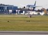 Alarm bombowy w Warszawie i Modlinie. Przeszukano 21 samolotów