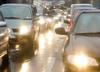 Uwaga kierowcy! IMGW alarmuje: ślisko na drogach. Może też spaść śnieg