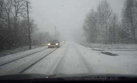 Uwaga, kierowcy! Alarm dla kilku województw: śnieg i deszcze utrudniają jazdę