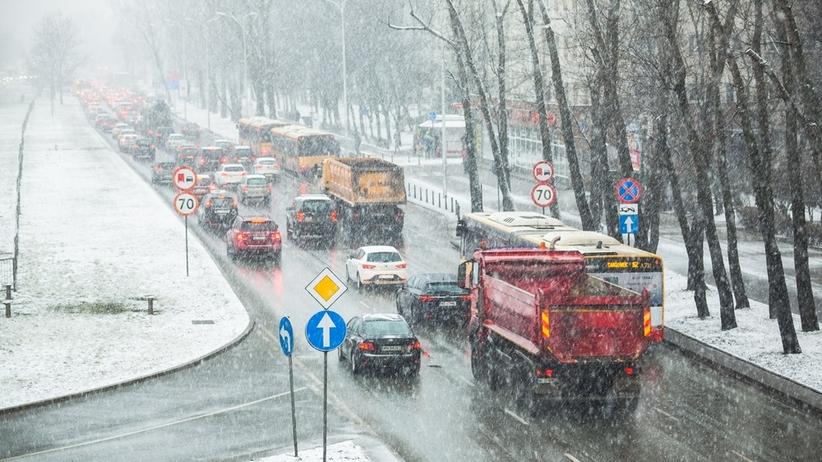 Alert pogodowy. Ostrzeżenia IMGW z powodu śniegu i oblodzenia dla 3 województw
