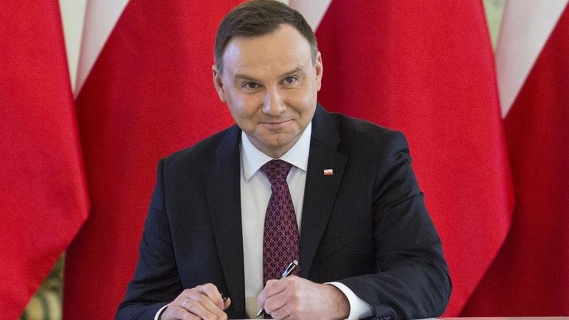 Andrzej Duda podpisał nowelizację podnoszącą najniższe emerytury i renty