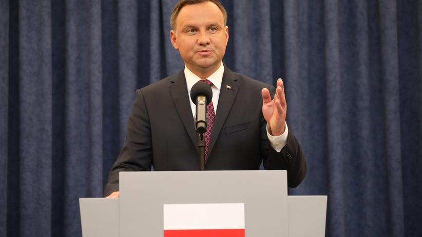 Hojny Andrzej Duda. Przyznał dwie nagrody pieniężne swoim współpracownikom