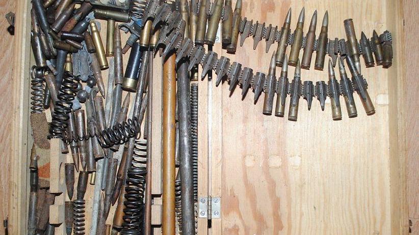 Arsenał broni w mieszkaniu 60-latka. Miał pociski przeciwlotnicze i karabiny