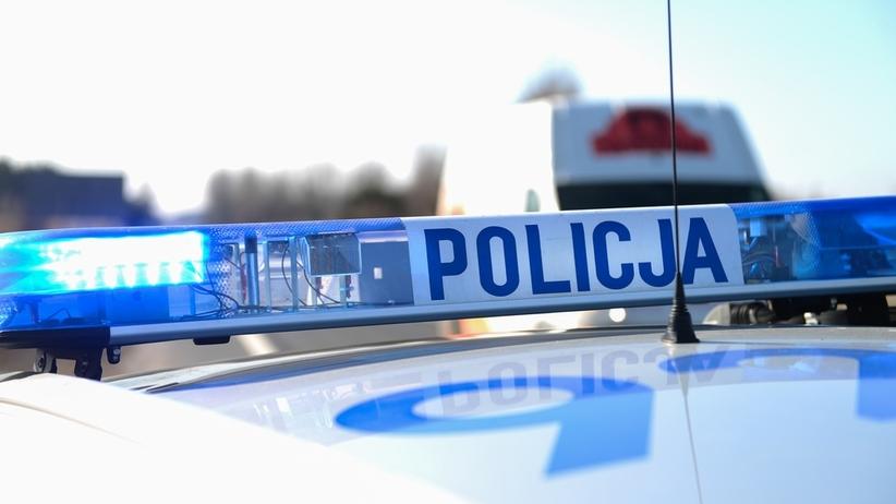 Atak nożownika przy komendzie policji. Napadł na matkę i córkę