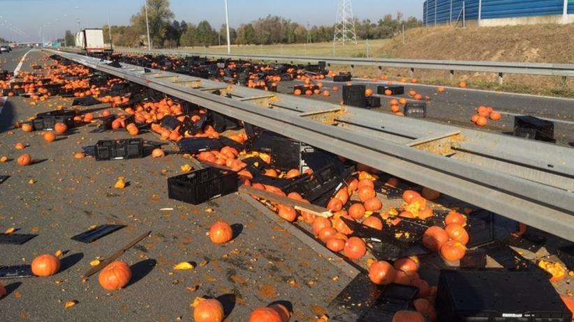Autostrada A2: na jezdnię wysypały się dynie