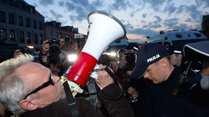 Bijatyka na ulicy po przemówieniu Jarosława Kaczyńskiego