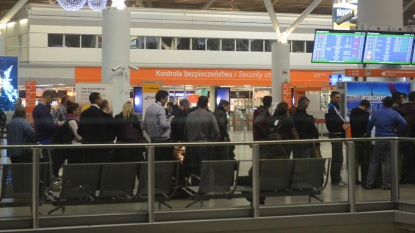 Lotnisko Chopina po awaryjnym lądowaniu: kilka lotów odwołanych i opóźnionych