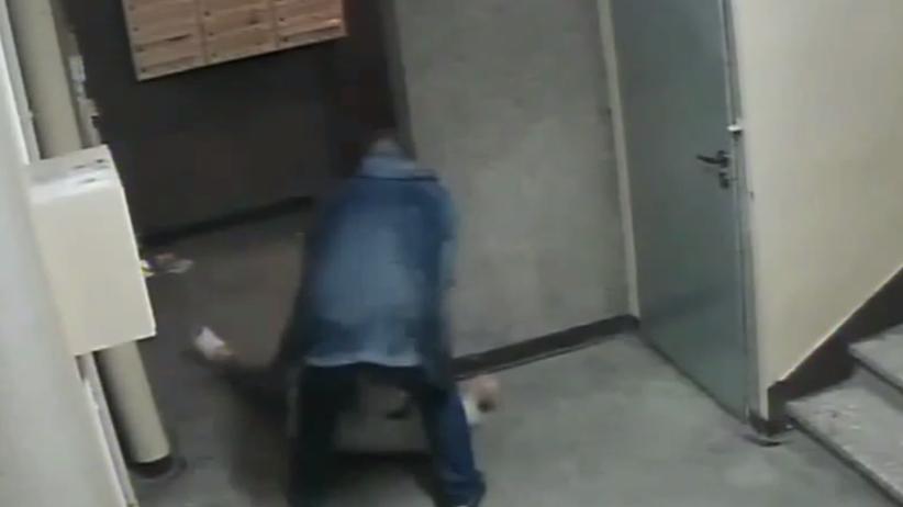 29-latek brutalnie pobił swoją babcię. Przerażające nagranie z monitoringu [WIDEO]