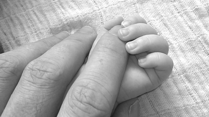 """Rodzice, którzy """"porwali"""" dziecko ze szpitala, są już w domu. Chcą pół miliona złotych"""