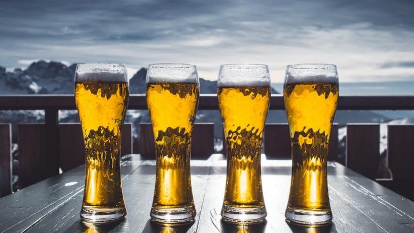 Biskup Bronakowski: Nie powinno być tak, że piwo kosztuje niecałe 2 złote