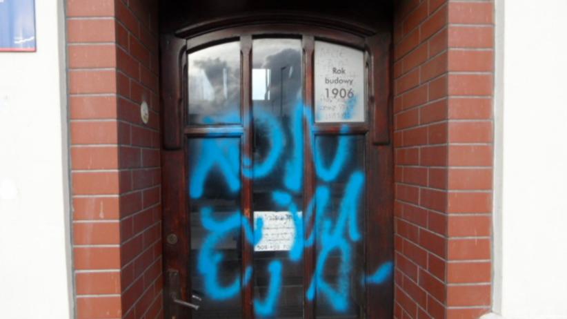 Kolejny atak na biura poselskie polityków PiS