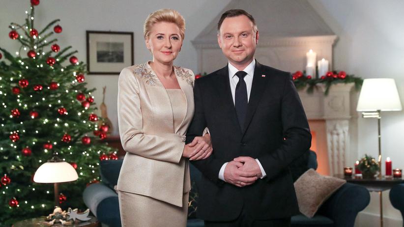 Świąteczne życzenia od pary prezydenckiej. Duda mówił, jakiej Polski wszystkim życzy [WIDEO]