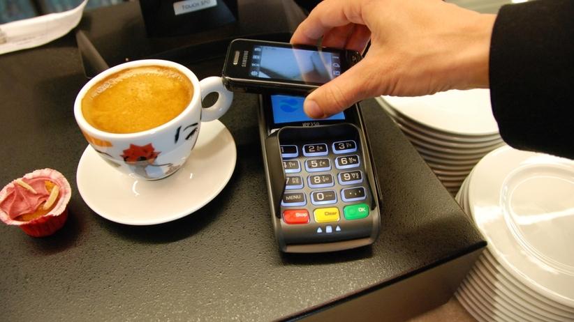 Co się stanie, jeśli zabraknie ci pieniędzy w restauracji lub taksówce? Sprawdziliśmy za ciebie