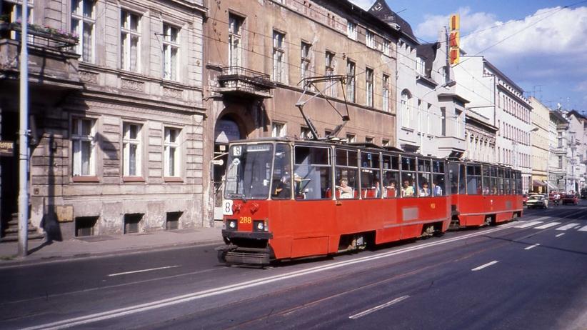 Kolizja w Bydgoszczy. Autobus zderzył się z tramwajem. Są ranni
