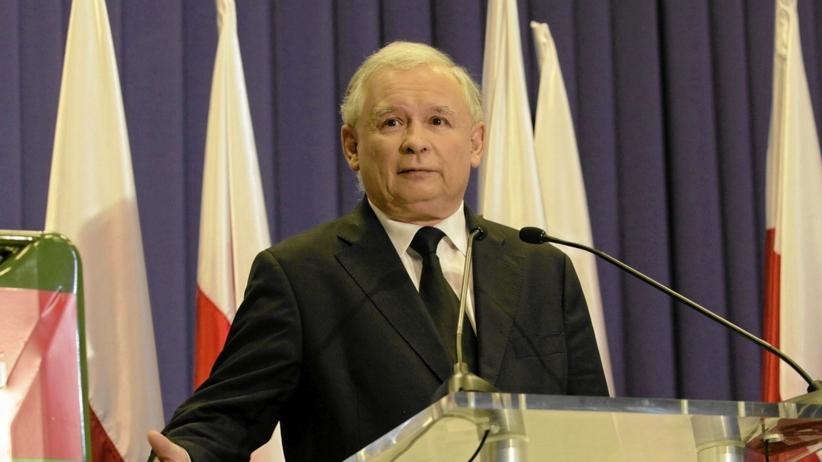Kaczyński nie chciałby, żeby kierowcy zobaczyli to zdjęcie. Co PiS o cenie benzyny mówił w 2011 roku?