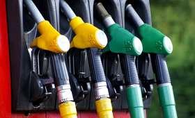 Obniżki na stacjach. Ile zapłacimy za paliwo?