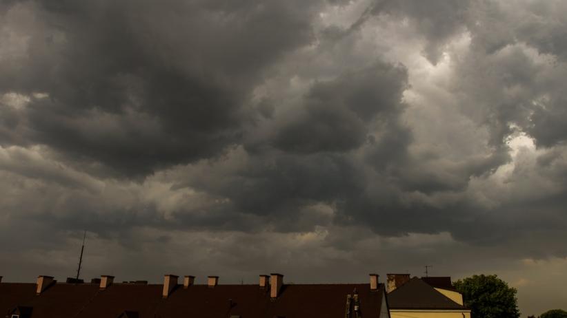 """Cyklon Bennet nad Polską. IMGW wydaje alerty drugiego stopnia. """"Wiatr do 110 km/h"""""""