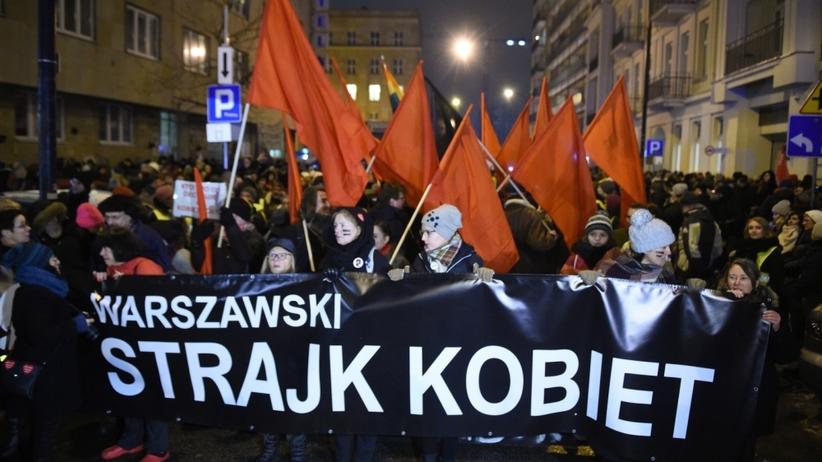 Czarna środa. Kobiety protestują przeciwko zaostrzeniu prawa aborcyjnego