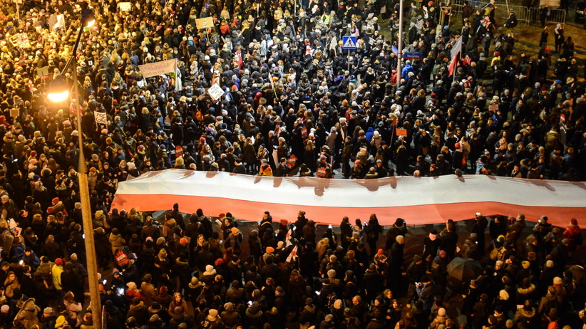 Protesty w całej Polsce przeciwko zaostrzaniu prawa aborcyjnego. W Warszawie 55 tys. osób