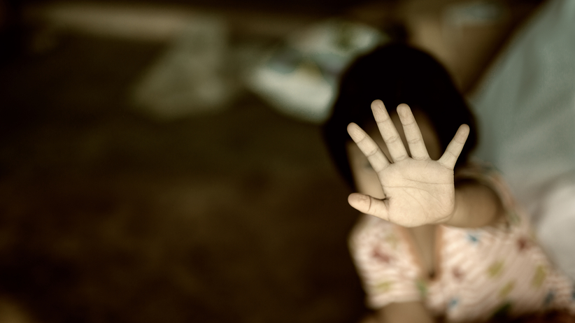 Horror 11-latki. Matka dusiła ją kablem i namawiała do samobójstwa