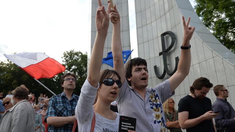 Demonstracja KOD i Obywateli RP: nie chodzi tylko sądy, a o wszystko [WIDEO]