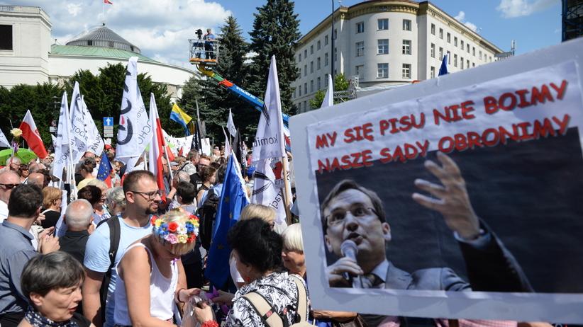 Protest przeciwko reformie sądownictwa: prawo łamiecie, naród Was zmiecie