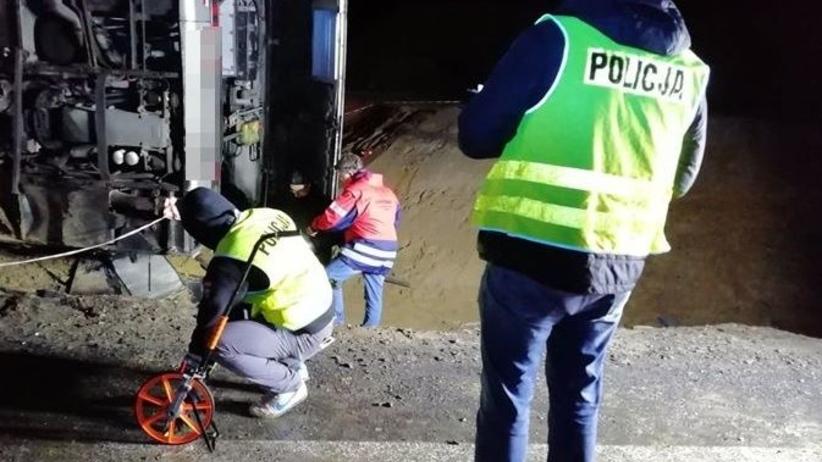 Dolny Śląsk. Po wypadku autokaru kierowca usłyszał zarzuty